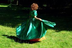 piękna połyskująca błyszcząca, zielona suknia