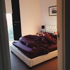 Blinds are nice and would make nice lighting in My new room First Apartment, Apartment Living, Decoration Inspiration, Room Inspiration, Dream Rooms, Dream Bedroom, Home Living, House Rooms, My Room
