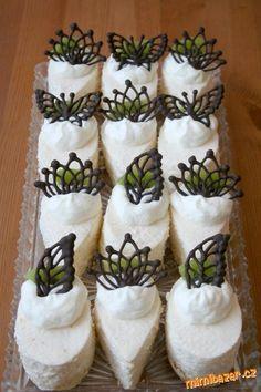 Meruňková semifreda Cheesecakes, Sushi, Cupcakes, Ethnic Recipes, Food, Petit Fours, Cheesecake, Cupcake, Cup Cakes