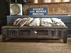 meuble t l on pinterest pallet tables isis and pallets. Black Bedroom Furniture Sets. Home Design Ideas