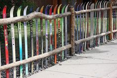 Top 10 Ways To Recycle and Reuse Snow Skis You can't fence in a true skier! Water Ski Decor, Ski Lodge Decor, Diy Fence, Wooden Fence, Fence Ideas, Remo, Ways To Recycle, Fence Design, Design Design