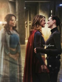 Supergirl's mother,Alura,watches her and Lena Luthor,smiling at each other. Kara Danvers Supergirl, Supergirl Tv, Supergirl And Flash, Supergirl Season, Hailey Kiyoko, Superhero Tv Series, Good Cartoons, Melissa Supergirl, Dc Tv Shows