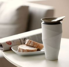 A beautiful porcelain mug that beats the pants off a Starbucks coffee cup. Pause Café, Kitchenware, Tableware, Porcelain Mugs, Starbucks Coffee, Bottle Design, Coffee Cups, Coffee Dripper, Coffe Bar