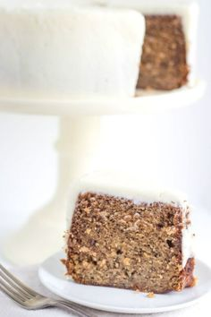 Recipe for a classic Banana Cake with Cream Cheese Frosting. Fun Easy Recipes, Best Dessert Recipes, Fun Desserts, Cookie Recipes, Delicious Desserts, Cupcake Recipes, Banana Bundt Cake, Banana Bread, Yummy Treats