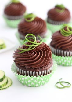 Peak zucchini season is from June to August, so now is a good time to get out your old trusty zucchini cake recipe – or your new one! Like the one I used for these chocolate zucchini cupcakes… Cupcakes Gourmet, Yummy Cupcakes, Cupcake Recipes, Dessert Recipes, Healthy Cupcakes, Mocha Cupcakes, Strawberry Cupcakes, Easter Cupcakes, Velvet Cupcakes