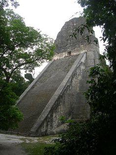 Tikal, Guatemala - Tikal es uno de los mayores yacimientos arqueológicos y centros urbanos de la civilización maya precolombina