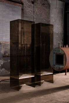 The studio's two throne-like chairs are encased in bronze-coloured glass, which reduces the visual connection to the world surrounding those who sit on them. Concrete Sculpture, Sculpture Clay, Glitch In The Matrix, Japanese Philosophy, Unusual Furniture, We The Kings, Fear Of The Unknown, Extruded Aluminum, Light Installation