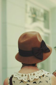 cute old-fashioned hat.. I'd have to see it on my head to decide if I like it for myself lol