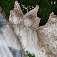 Choli Blouse Design, Saree Blouse Neck Designs, Stylish Blouse Design, Fancy Blouse Designs, Lehenga Designs, Indian Bridal Outfits, Indian Fashion Dresses, Indian Designer Outfits, Designer Blouse Patterns