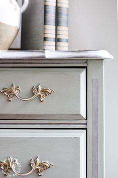 From gold and yellow to gorgeous light blue! These french provincial dressers make beautiful painted pieces! This post will walk you through the steps I take to get this look, including products I used, so you can do it too! Repainting Furniture, Painted Furniture, Salvaged Furniture, Diy Furniture Projects, Furniture Makeover, Dresser Makeovers, Diy Projects, Flip Furniture For Profit, Furniture Painting Techniques