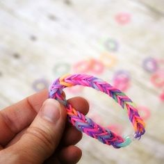 No loom? No Problem! @sevenalive1 You can make fun rubberband bracelets with just your fingers and some bands.