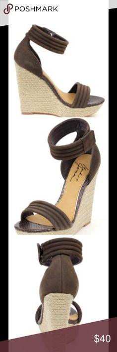 Like New MARK & JAMES BADGLEY MISHKA Wedges Gorgeous MARK & JAMES BADGLEY MISHKA wedges -- super stylish and surprisingly comfortable! Badgley Mischka Shoes Wedges