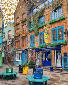 Maybe if we all sit extremely still, Monday won't be able to see us? Thanks for bringing some colour into our Sunday afternoon… England Uk, London England, Vintage London, Dream City, London Photography, Covent Garden, London Calling, London Travel, London City