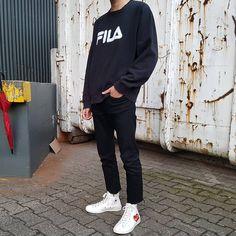 edgy mens fashion that cool. Trendy Mens Fashion, Stylish Mens Outfits, Fashion Moda, Male Fashion, Timeless Fashion, Cdg Converse, Outfits With Converse, Mode Streetwear, Streetwear Fashion