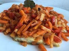 Ryba po grecku Carrots, Meat, Chicken, Vegetables, Food, Carrot, Veggies, Vegetable Recipes, Meals