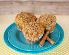Use 1 large banana and 1 serving cup of unsweetened applesauce instead of 3 bananas. And instead of plain cinnamon use cinnamon sugar Muffin Recipes, Baking Recipes, Snack Recipes, Breakfast Muffins, Breakfast Dishes, Birthday Week, Unsweetened Applesauce, Small Cake