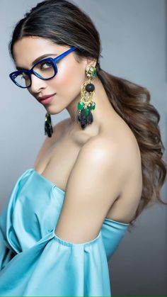 Deepika Padukone is one of the beautiful, talented, most popular and attractive actresses in Bollywood. Indian Celebrities, Bollywood Celebrities, Bollywood Fashion, Bollywood Actress, Bollywood Stars, Bollywood Outfits, Bollywood Girls, Indian Bollywood, Kareena Kapoor