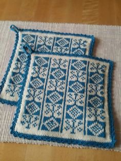"Ett gammalt halländskt bingemönster ""blomster"" Crochet Potholders, Knit Dishcloth, Knit Crochet, Knitting Patterns Free, Knit Patterns, Free Knitting, Bindi, Double Knitting, Knitting Projects"