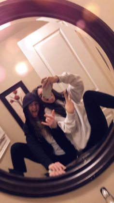 Sister Photos, Friend Photos, Cute Friend Pictures, Cute Pictures, Best Friend Poses, Best Friend Photography, Selfie Poses, Cute Friends, Friend Goals