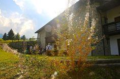 CHI SIAMO Solidarietà e responsabilità. Questa è la Coompany2  Tre residenze, tre case alpine, in alcune delle più belle aree della Val d'Aosta e una sola vocazione: costruire un'offerta turistica sostenibile, integrata al territorio e che risponda ai bisogni della comunità. Un'offerta, dunque, rispettosa dell'ambiente, accessibile