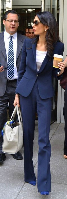 Amal Clooney, chic navy blue suit