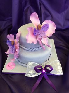 #Torte mit handgefertigten #Orchideen ... einfach zauberhaft sind die einzigartigen Kreationen aus dem #Café Held am #Tegernsee #Geburtstag #Hochzeit #Feier Bad Wiessee, Held, Birthday Cake, Desserts, Pies, Cake Shop, Orchids, Holiday, Handmade