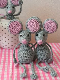 Zvědavé myšky :: Ušito s láskou Crochet Toys, Knit Crochet, Cat Mouse, Tweety, Tatting, Diy And Crafts, Crochet Patterns, Crochet Ideas, Handmade