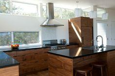cuisine bois et noir ilot central