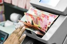 The Kurdistan Regional Government is now forced to deal in dollar or it will have to print its own currency to fulfill the daily needs of the region because Iraq government is unable to send funds to Kurdistan to pay the staff salaries amounted to 680 billion Iraqi dinars. The Iraqi government did not approve the budget within reasonable time that creates severe shortage of funds especially in the Kurdistan.
