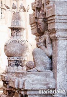 Birmania controcorrente. Le sculture sacre che decorano la facciata del tempio di Ananda, nel sito archeologico di Bagan.