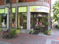 Pamplemousse is a colorful European-inspired boutique on Salem's lovely cobblestone Essex street. Wine tastings are a regular event. http://pmousse.com/