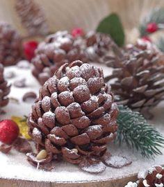 Pigne al cioccolato dolci natalizi senza cottura - In cucina con Zia Ralù Ricotta, Zia, Good Food, Yummy Food, Frappe, Fett, Almond, Cookies, Chocolate
