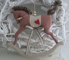 Weihnachtsdeko - Schaukelpferd im Landhaus-Stil - ein Designerstück von Feinerlei bei DaWanda