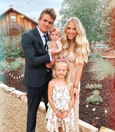 the LaBrant family goes to a wedding💍 Cole And Savannah, Savannah Rose, Savannah Chat, Cute Family, Family Goals, Couple Goals, Sav And Cole, Everleigh Rose, Famous Youtubers