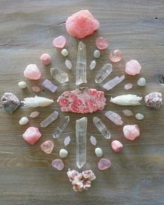 Here's some love medicine for today with this crystalgrid for heart chakra healing 💖🔮 Centered is a piece of rhodochrosite with it's… Crystal Healing Stones, Crystal Magic, Crystal Grid, Crystals And Gemstones, Stones And Crystals, Crystal Mandala, Heart Chakra Healing, Crystal Aesthetic, Rocks And Gems