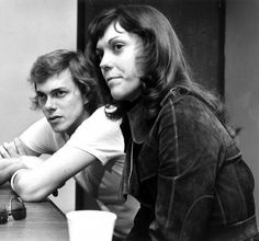 Richard and Karen Carpenter talking to reporters at Abilene Municipal Airport in Texas, after arriving for their April 1973 concert Richard Carpenter, Karen Carpenter, Richard Lynn, Karen Richards, New Bands, Perfect Woman, American Singers, Pop Group, Celebrity Crush