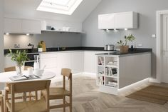 A U-shaped kitchen layout is practical, space-efficient and (as we'll show you) can be extremely stylish. Use these ideas to inspire your new kitchen layout Layout Design, Diy Design, Interior Design, Scandinavian House, Small Space Kitchen, Kitchen Units, Kitchen Ideas, Kitchen Ranges, Shaker Kitchen