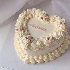 Pretty Birthday Cakes, Pretty Cakes, Beautiful Cakes, Amazing Cakes, Mini Cakes, Cupcake Cakes, Pastel Cakes, Valentines Day Cakes, Cute Desserts