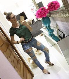 Sábado é dia de Jeans..... esse da @chopperoficial não tiro mais .... suuuuuuper confortável e liiiiiiiiindo !  #lookdodia #ootd #instablogger #instalook #chopperoficial #amojeans #jeanslovers #destroyedjeans #saturdaylook