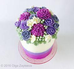 Buttercream dahlia and rose flower cake by Olga Zaytseva