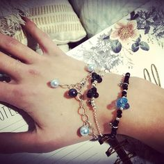 ssociation de bracelets 😍 #bijouxdecreateur #bijouxtendance #accumulationdebracelets #lezabijoux #boheme #bohostyl Heart Charm, Pandora Charms, Bracelets, Charmed, Boho, Jewelry, Instagram, Jewelry Designer, Bangle Bracelets