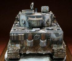 完成写真公開。 やはりタイガー1のこのカタチにはジーマングレーがよく合う。この色の固体があまり無いのが残念です。事実を知らずにタミヤのタイガー1初期型の... Winter Camo, Tiger Tank, Model Tanks, Military Diorama, Model Building, Scale Models, Military Vehicles, Army, Tigers