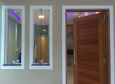 Modelos de janelas: tipos e 60 ideias para abrir a casa para o mundo afora House Window Design, 2 Storey House Design, Duplex House Design, Home Room Design, Home Design Decor, Home Interior Design, House Front Door, House Doors, House Entrance