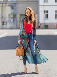 Alexandra Lapp wearing a Zara kimono wrap dress, silk tank top, MCM petite bucket bag, Levis Wedgie Icon jeans, and gold mirrored aviator sunglasses Trendy Fashion, Boho Fashion, Girl Fashion, Fashion Outfits, Womens Fashion, Fashion Trends, Denim Outfits, Outfits With Kimonos, Denim Shorts