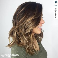 Want to upgrade your hair color? Then you need to try a balayage. Here, 20 gorgeous balayage hair looks that will inspire your next salon visit. Grey Balayage, Hair Color Balayage, Haircolor, Fall Balayage, Balayage Hair Brunette Medium, Balayage Brunette Short, Balayage Hairstyle, Red Blonde, Golden Blonde