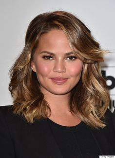 Chrissy Teigen's Pinterest-worthy haircut is an easy style to maintain during the warm-weather months. And her full top lashes and rosy makeup are ideal for an everyday look.
