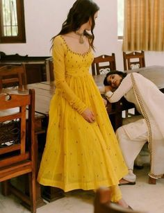 A Completely Last Minute Rakshabandhan Outfit Idea:-Awesomelifestylefashion - Indian designer outfits - Pakistani Dress Design, Pakistani Outfits, Indian Outfits, Mehendi Outfits, Kurta Designs Women, Salwar Designs, Blouse Designs, Designer Anarkali Dresses, Indian Gowns Dresses