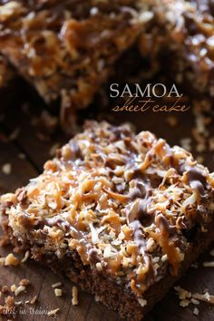 Samoa Sheet Cake This is one cake you will want to make over and over again! It is amazing! It is one of the best desserts you will ever taste! Köstliche Desserts, Delicious Desserts, Dessert Recipes, Yummy Food, Recipes Dinner, Drink Recipes, Coconut Desserts, Great Desserts, Health Desserts
