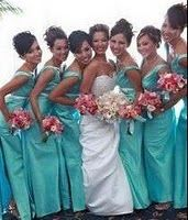 This is the perfect wedding combo: aqua bridesmaid dresses, pink roses and of course the white bride dress.