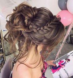 Superbe couronne tressée d'inspiration coiffure désordonnée #coiffure #coiffures #couronne #d39inspiration #désordonnée #Superbe #tressée
